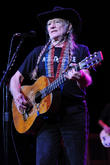willie nelson performs live 140313