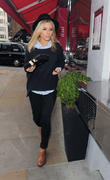 Mollie King from girl group The Saturdays, gets a healthy sushi lunch, from Istu in Fulham.