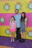 Judd Apatow, his daughters Iris (l) and Maude Apatow (r)