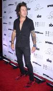 Singer Ryan Cabrera Has Ryan Gosling Leg Tattoo