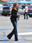 jennifer love hewitt on the film set of the client 030413