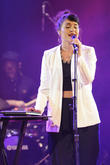 Jessie Ware Performs