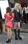 taylor momsen and tomomi itano video 090413