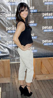 peta2 hosts star-studded blankets for shelters driv 110413