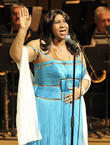 aretha franklin performs live 120413