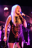 Ellie Goulding - Ellie Goulding Performing...