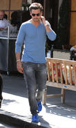 scott disick enjoys lunch with friends 100513