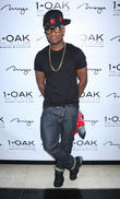 ne-yo hosts the night at 1 oak nightclub 110513