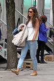 katie holmes on the set of mania days 140513