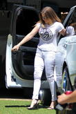 khloe kardashian seen arriving at kim s house 140513