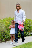gabriel aubry collects daughter from school 170513