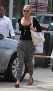 molly sims with wet hair arrives at her doctor s of 170513