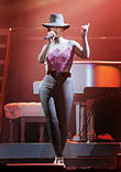 Alicia Keys - Alicia Keys Performs...