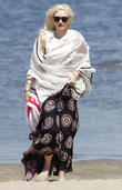 gwen stefani takes her sons to a beach party 180513