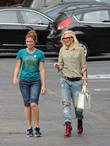 Gwen Stefani collects her children from school