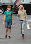 gwen stefani collects her children from school 210513