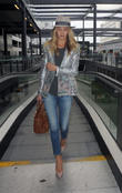 rosie huntington-whiteley arrives at gatwick airpor 210513