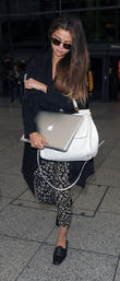 selena gomez arriving at heathrow airport 210513