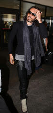 russell brand arrives at lax 220513