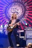 Whitesnake perform live