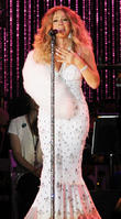 Mariah Carey In Pain, Still Manages To Perform With New York Philharmonic