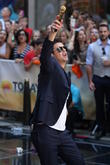 Robin Thicke, Today Show, Rockefeller Center