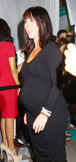 Expectant Jennifer Love Hewitt Steps Out In Full Pregnancy Mode