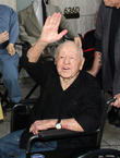 Mickey Rooney's Remains To Be Given To (A) His Lawyer Or (B) His Estranged Wife