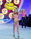Victoria's Secret Model Jessica Hart: 'Taylor Swift Didn't Fit In At Fashion Show'