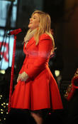 Doctor's Orders Force Kelly Clarkson To Cancel Six Tour Dates