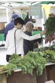 Anne Hathaway, Beverly Hills Farmers Market