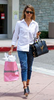 Jessica Alba spotted out shopping