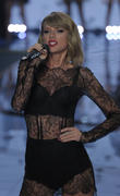 Taylor Swift Returns To Number 1 In Albums Chart