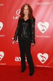 Bonnie Raitt To Lead Benefit Concert For Cancer-stricken Musician