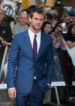 Chris Evans And Chris Hemsworth Need Their Own Bromantic Comedy Show - Stat!
