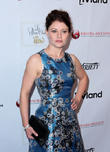 Emilie De Ravin Demands American Airlines Fire Flight Attendant After Breast Pump Incident