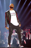 Usher Fuels Wedding Rumours