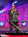 Stevie Wonder Pleads For Tougher Gun Laws At New York Gig