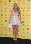 Britney Spears Handles Wardrobe Malfunction Like A Pro During Las Vegas Gig
