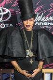 Erykah Badu Throws Some Serious Shade At Iggy Azalea During Soul Train Awards
