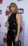 Taylor Swift Flies To U.k. To Meet Tom Hiddleston's Mother