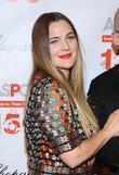Drew Barrymore Eyeing Talk Show Gig - Report