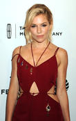 Sienna Miller Dating Bennett Miller - Report