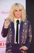 Kesha Urges Fans To Beware Of 'Shady' Acquaintances