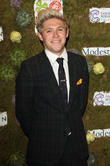 Niall Horan And Olly Murs Star In Charity Sketch