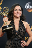 Julia Louis-Dreyfus Dedicates 'Veep' Emmy Win To The Memory Of Her Late Father