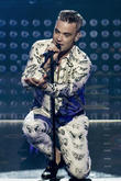 Robbie Williams Upset Jimmy Page Planning Feud Delayed Family's Move