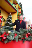 Tony Bennett Saved From Thanksgiving Parade Fall By Miss Piggy