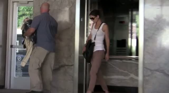 Casual Katie Holmes leaves an Office in Los Angeles