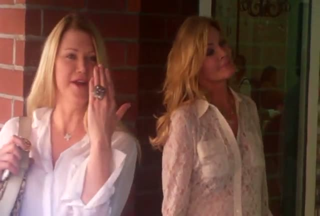 Shannon Tweed not wearing an engagement ring in Beverly Hills